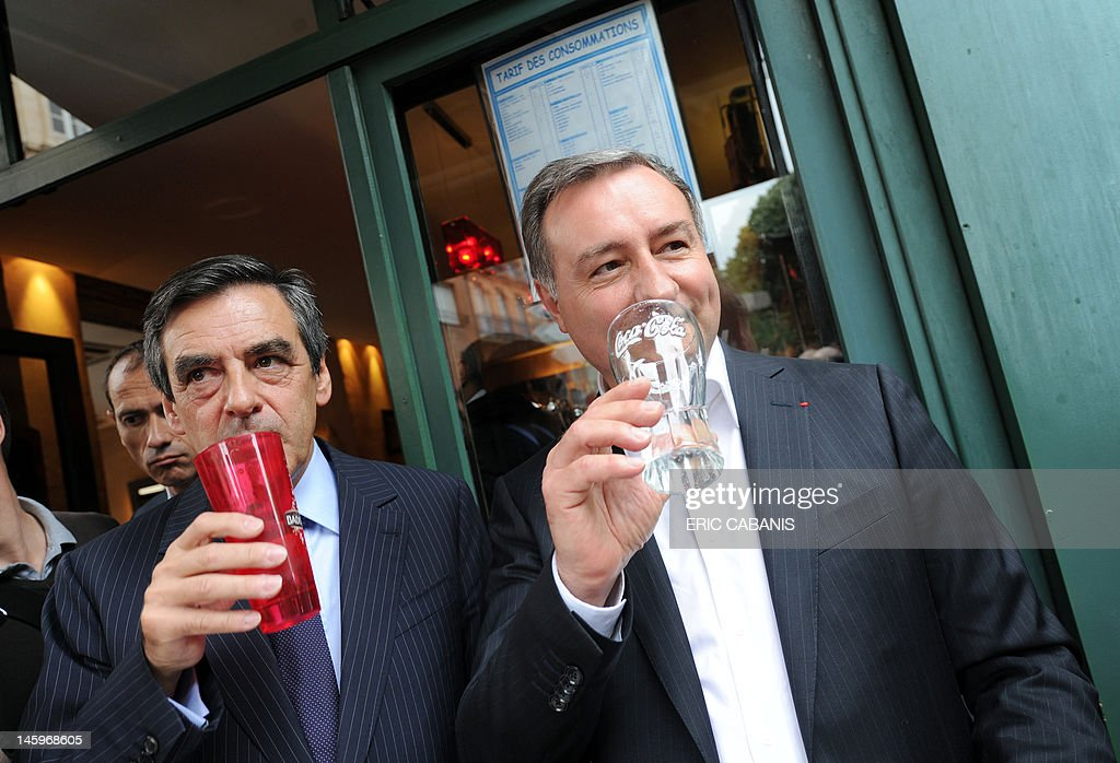 French former Prime Minister Francois Fillon (L) and Jean-Luc Moudenc (R), UMP right-wing ruling party candidate for the June 2012 French parliamentary election in the 3rd constituency of Haute-Garonne department, drink in a bar during a campaign visit on June 8, 2012 in Toulouse, southwestern France. AFP PHOTO / ERIC CABANIS