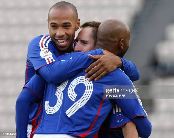 French forward Nicolas Anelka is congratuled by teammates Thierry Henry and Franck Ribery after scoring the opening goal during the Euro 2008...