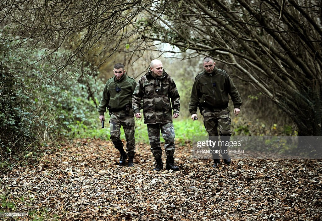 French Gendarmes search for missing teen Bruno on December 26, 2012 near Ribecourt-Dreslincourt one week after the Down Syndrome affected 17 year old disappeared from the Compiegne region. AFP PHOTO / FRANCOIS LO PRESTI