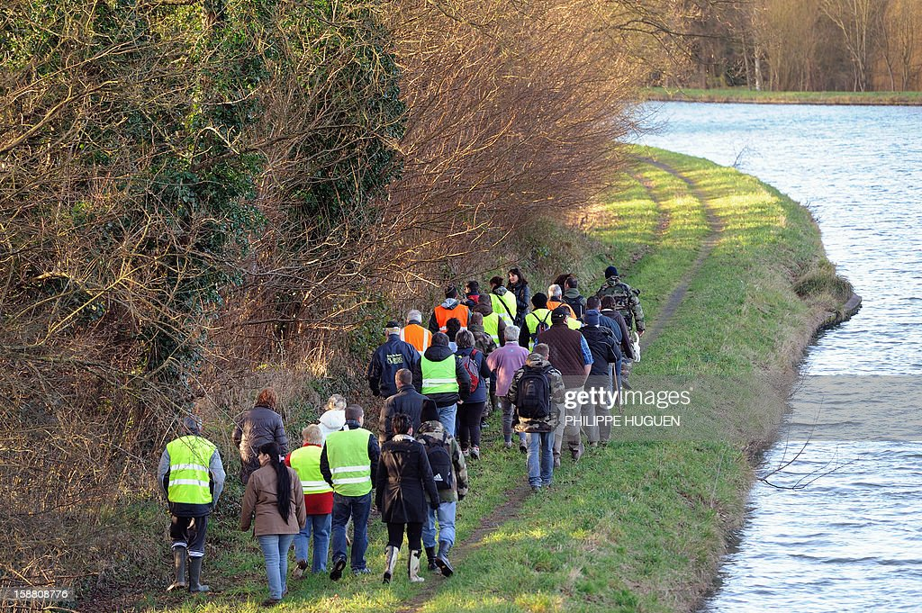 French Gendarmes with the help of volunteers take part in searches on December 30, 2012 in Pimprez to find Bruno, a young trisomic man reported missing since December 18. AFP PHOTO PHILIPPE HUGUEN