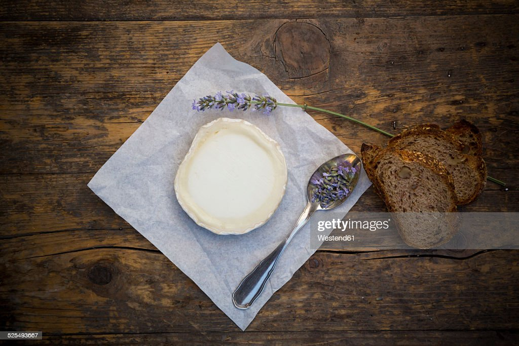 French goat cheese, Potatoe walnut baguette and lavender on spoon