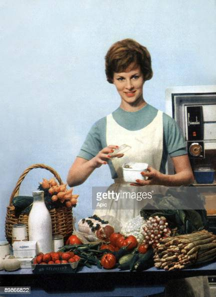 Femme au foyer housewife homemaker stock photos and for Femme au foyer 1960