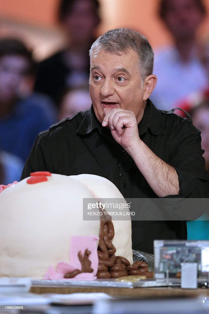 French humorist, Jules Edouard Moustic takes part in the TV show 'Le grand journal' on a set of French TV Canal+, on November 16, 2012 in Paris. AFP PHOTO/KENZO TRIBOUILLARD