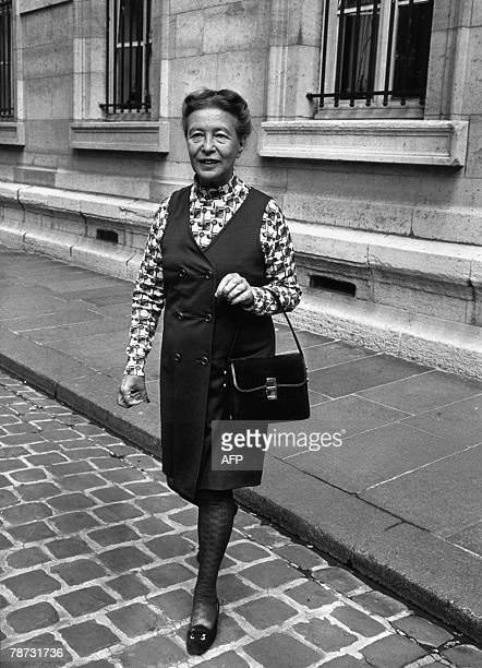'SIMONE DE BEAUVOIR CENT ANS DE FEMINISME' French intellectual and writer Simone de Beauvoir walks 29 September 1971 in a Paris' street AFP PHOTO...