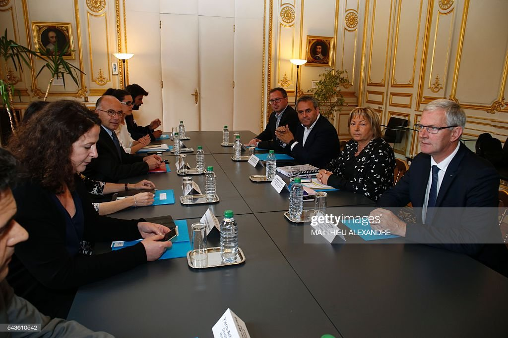 French Interior minister Bernard Cazeneuve (L), flanked by President of the Hauts-de-France region, Xavier Bertrand (3rdR) Mayor of Calais, Natacha Bouchart (2nd R), attend a meeting regarding the migrant issue in Calais on June 29, 2016 in Paris. / AFP / MATTHIEU