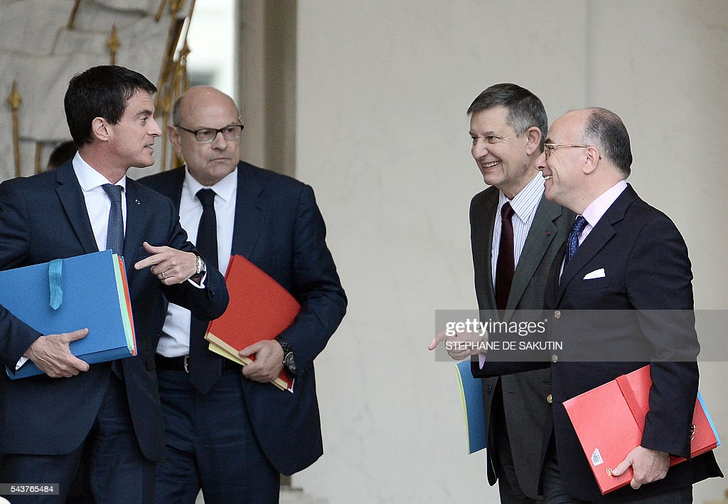 French Interior minister Bernard Cazeneuve, secretary-general of the Elysee Palace Jean-Pierre Jouyet, French junior minister for Parliamentary Relations Jean-Marie Le Guen and French Prime Minister Manuel Valls leave after a weekly cabinet meeting on June 30, 2016 at the Elysee presidential Palace in Paris. / AFP / STEPHANE
