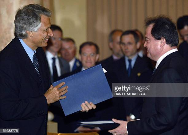 French Interior minister Dominique de Villepin and his Romanian counterpart Vasile Blaga exchange documents related to the bilateral agreement signed...