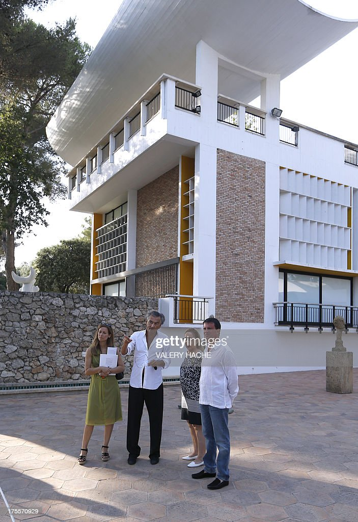 French Interior Minister Manuel Valls (R) and his wife Anne Gravoin (L), listen to French philosopher and writer Bernard-Henri Levy (2ndL) as they visit on August 4, 2013, in Saint-Paul-de-Vence, southeastern France, the exhibition organized by the author at the 'Fondation Maeght'. Levy is the artistic curator for the exhibition entitled 'Adventures of truth - Painting and philosophy : a narrative' (Les Aventures de la verite....) which runs until November 11, 2013. Second right, Isabelle Maeght, Maeght Foundation's director and daughter of Adrien Maeght who created the foundation. At right, the 'Walking man' by Swiss sculptor Alberto Giacometti. AFP PHOTO / VALERY HACHE