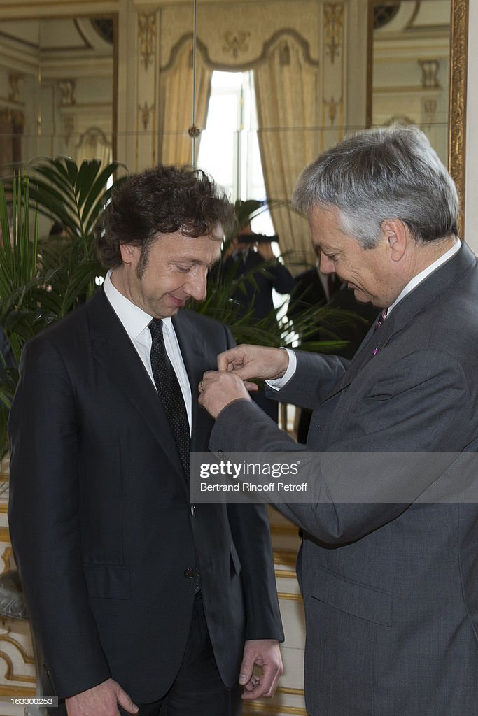 French journalist and author <a gi-track='captionPersonalityLinkClicked' href=/galleries/search?phrase=Stephane+Bern&family=editorial&specificpeople=2143398 ng-click='$event.stopPropagation()'>Stephane Bern</a> (L) is being appointed officer in the King Leopold order by Belgian Foreign Minister and Vice Prime Minister <a gi-track='captionPersonalityLinkClicked' href=/galleries/search?phrase=Didier+Reynders&family=editorial&specificpeople=548982 ng-click='$event.stopPropagation()'>Didier Reynders</a> during a ceremony at Palais d'Egmont on March 7, 2013 in Brussels, Belgium.