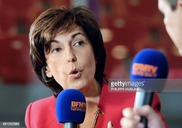 French journalist Ruth Elkrief speaks during a news show of French TV BFMTV on May 16 2014 in Lille AFP PHOTO PHILIPPE HUGUEN