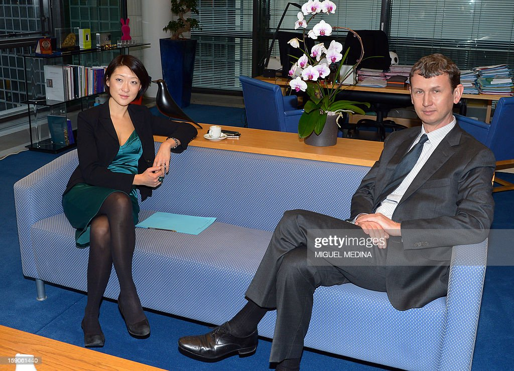 French Junior minister for Digital economy Fleur Pellerin (L) poses with Chief Executive Officer of Iliad Maxime Lombardini, on January 7, 2013 at the ministry in Paris, prior to a meeting over a decision by Free telecoms, subsidiary of Illiad to block online advertisements.