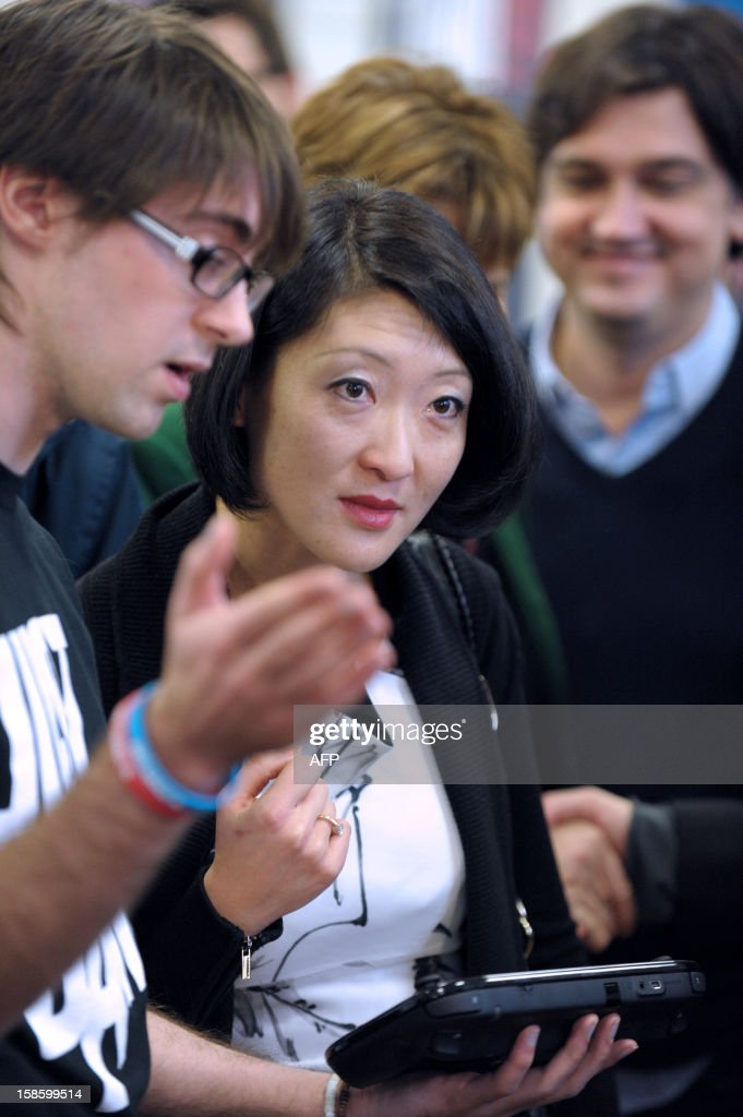 French Junior Minister for SMEs, Innovations and Digital Economy, Fleur Pellerin (C) listens to explanations during her visit to French videogame firm Ubisoft's development studio on December 20, 2012 in Montreuil, a Paris' suburb. AFP PHOTO / ERIC PIERMONT