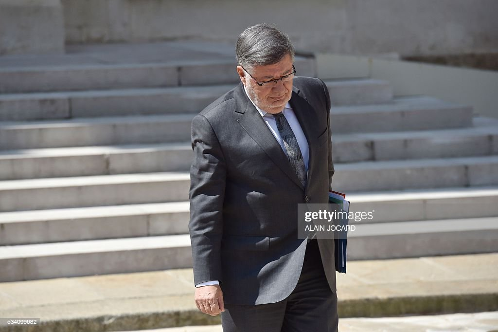 French junior minister for Transport, Maritime Economy and Fishery Alain Vidalies leaves after the weekly cabinet meeting on May 25, 2016, at the Elysee presidential palace in Paris. / AFP / ALAIN