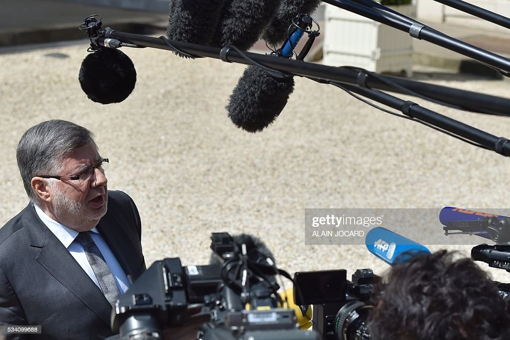 French junior minister for Transport, Maritime Economy and Fishery Alain Vidalies speaks to journalists as he leaves the Elysee presidential palace in Paris, on May 25, 2016, after the weekly cabinet meeting. / AFP / ALAIN