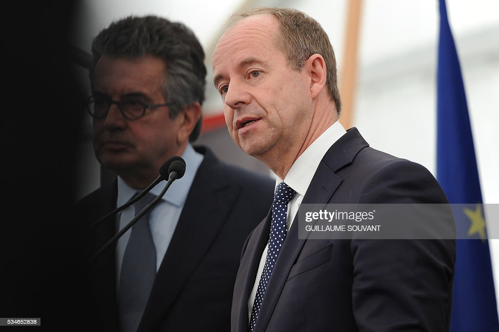 French Justice Minister Jean-Jacques Urvoas delivers a speech on May 27, 2016 during his on the site of the futur courthouse of Poitiers, western France. / AFP / GUILLAUME