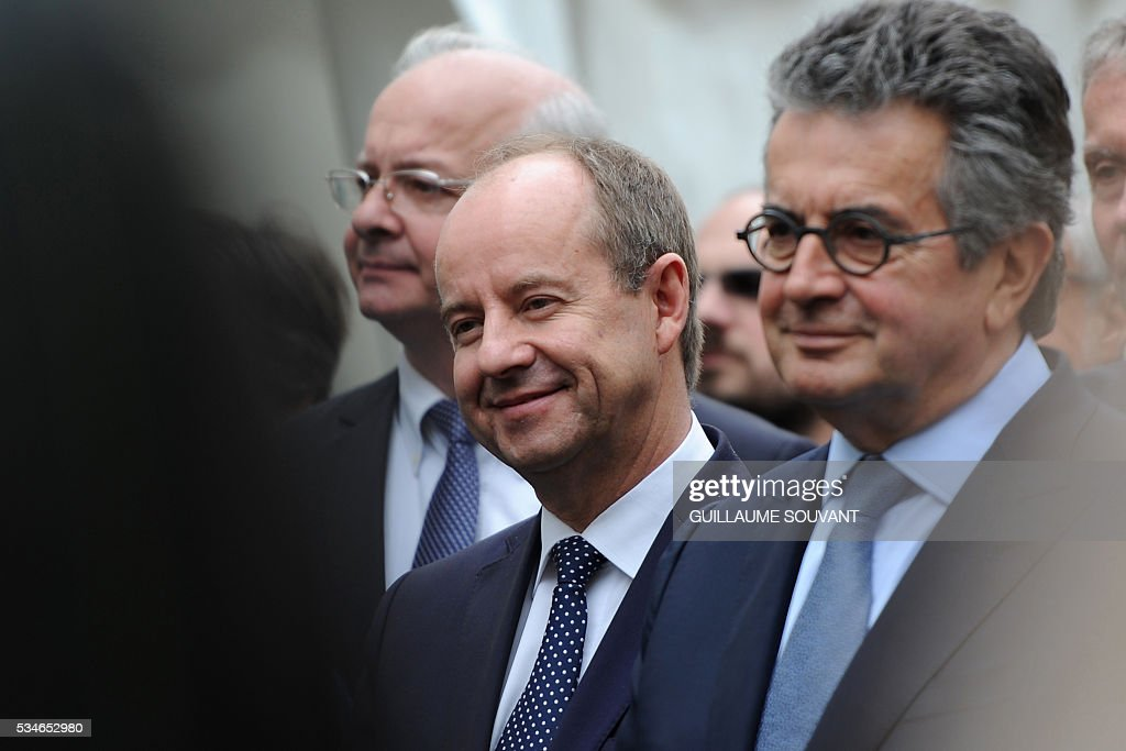 French Justice Minister Jean-Jacques Urvoas (C) flanked by mayor of Poitiers Alain Clayes (R) looks on during his on the site of the futur courthouse of Poitiers, western France, on May 27, 2016. / AFP / GUILLAUME