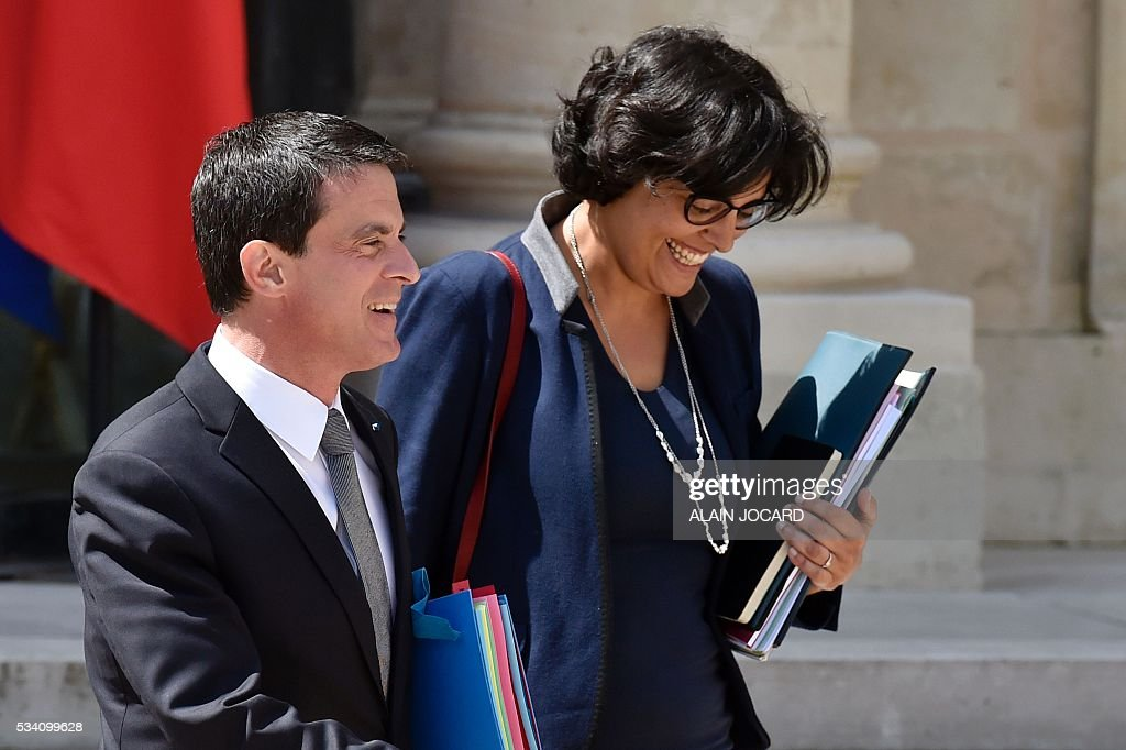 French Labour minister Myriam El Khomri (R) and French Prime Minister Manuel Valls leave after the weekly cabinet meeting on May 25, 2016, in Paris, at the Elysee presidential palace. / AFP / ALAIN