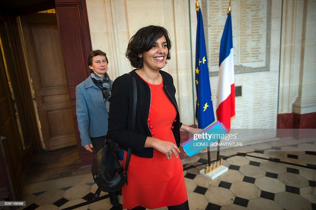French Labour minister Myriam El Khomri (Front) and newly appointed Minister of State for Vocational Training, Clotilde Valter arrive for a ceremony at the Labour ministry in Paris on February 12, 2016. / AFP / LIONEL BONAVENTURE