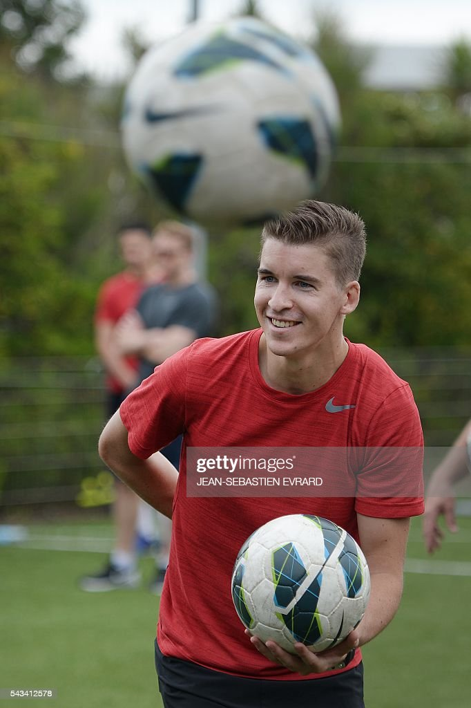 French League 1 football referee Francois Letexier takes part in a training camp in Quiberon, western France, on June 28, 2016, ahead of the 2016/2017 French L1 football season. The French Ligue 1 football season will start on August 12, 2016. / AFP / JEAN