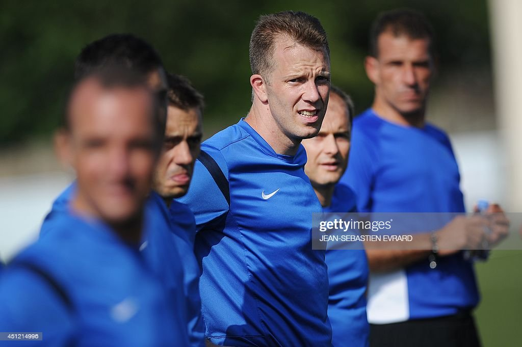 French League 1 football referee Olivier Thual (C) takes part in a training session during an internship with other referees in Quiberon, western France, on June 25, 2014, ahead of the 2014/2015 French L1 football season that will start on August 9, 2014.