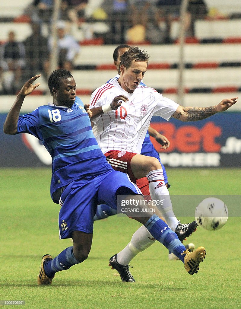 French Magaye Gueye (L) vies with Danish Emil Lyng (R) during their Under 21 International Tournament football match France versus Denmark on May 25, 2010 at the Mayol stadium in Toulon, southern France. This is the 38th edition of the event.