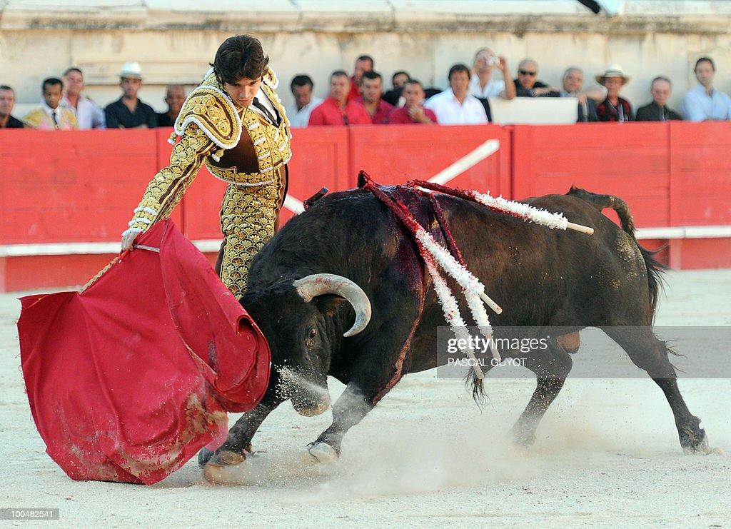 French matador Sebastien Castella performs a muleta on a Nuñez del Cuvillo bull, on May 24, 2010 during the Nimes' Pentecost Feria, southern France.