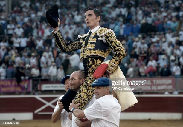 French matador Thomas Dufau acknowledges spectators after fighting a Juan Pedro Domecq bull at the Plumacon Arena in MontdeMarsan during the Festival...