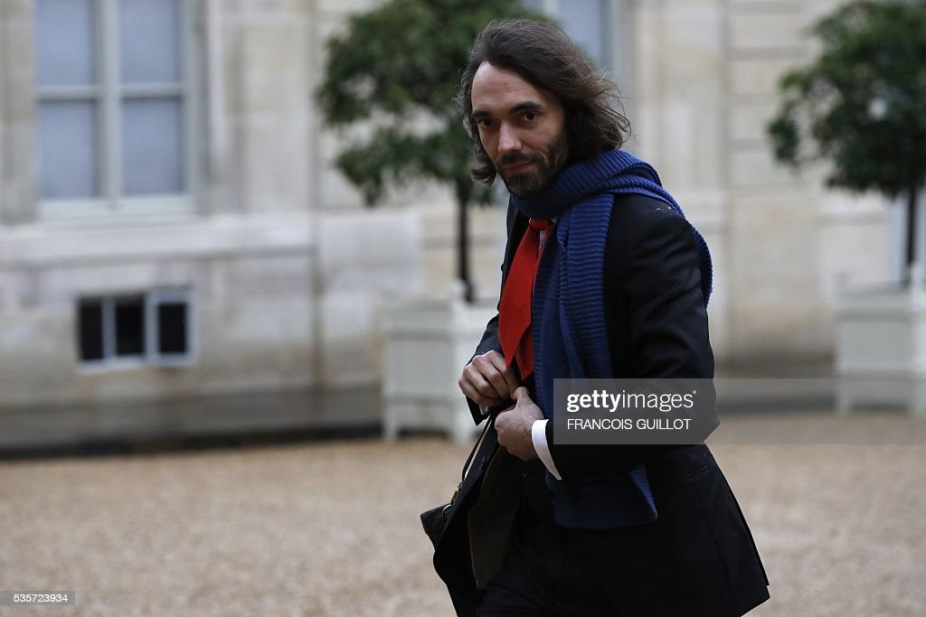 French mathematician Cedric Villani arrives at the Elysee palace in Paris prior to a meeting with the French President on May 30, 2016 following an article, signed by seven Nobel Prize winners and one Fields medal winner, published in the French newspaper Le Monde regarding the draft decree of budget cuts in research and higher education.
