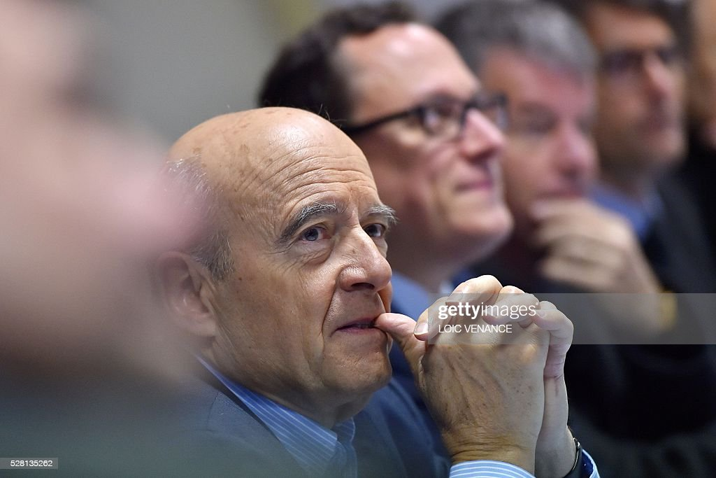 French mayor of Bordeaux and candidate for the right-wing Les Republicains (The Republicans) presidential primary Alain Juppe gestures as he meets with fishermen during a visit to Saint-Gilles-Croix-de-Vie, western France, on May 4, 2016. / AFP / LOIC