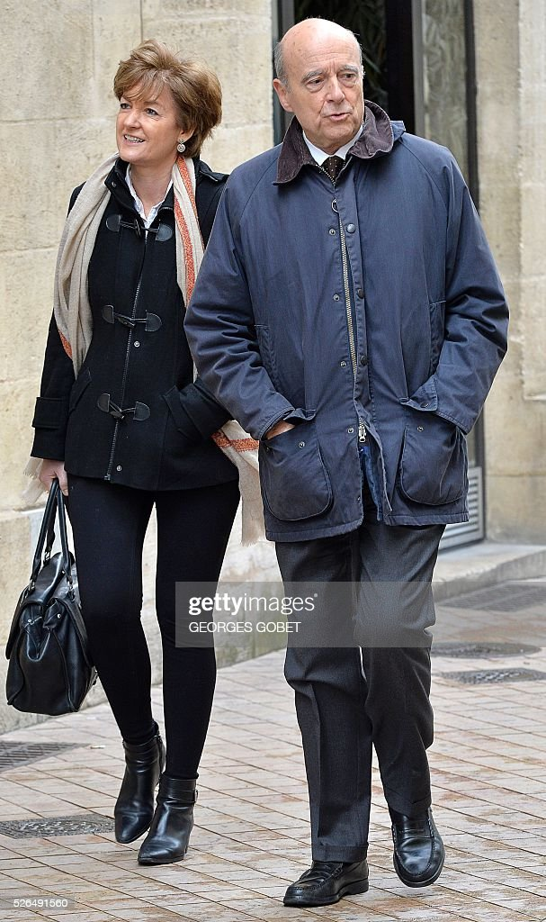 French mayor of Bordeaux and French candidate for the right-wing Les Republicains (The Republicans) presidential primary Alain Juppe, and his wife Isabelle have a walk in the streets of Bordeaux for the promotional launching of a shopping street in the city centre on April 30, 2016. / AFP / GEORGES
