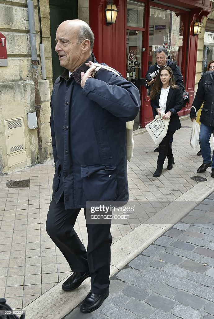 French mayor of Bordeaux and French candidate for the right-wing Les Republicains (The Republicans) presidential primary Alain Juppe walks in the streets of Bordeaux for the promotional launching of a shopping street in the city centre on April 30, 2016. / AFP / GEORGES
