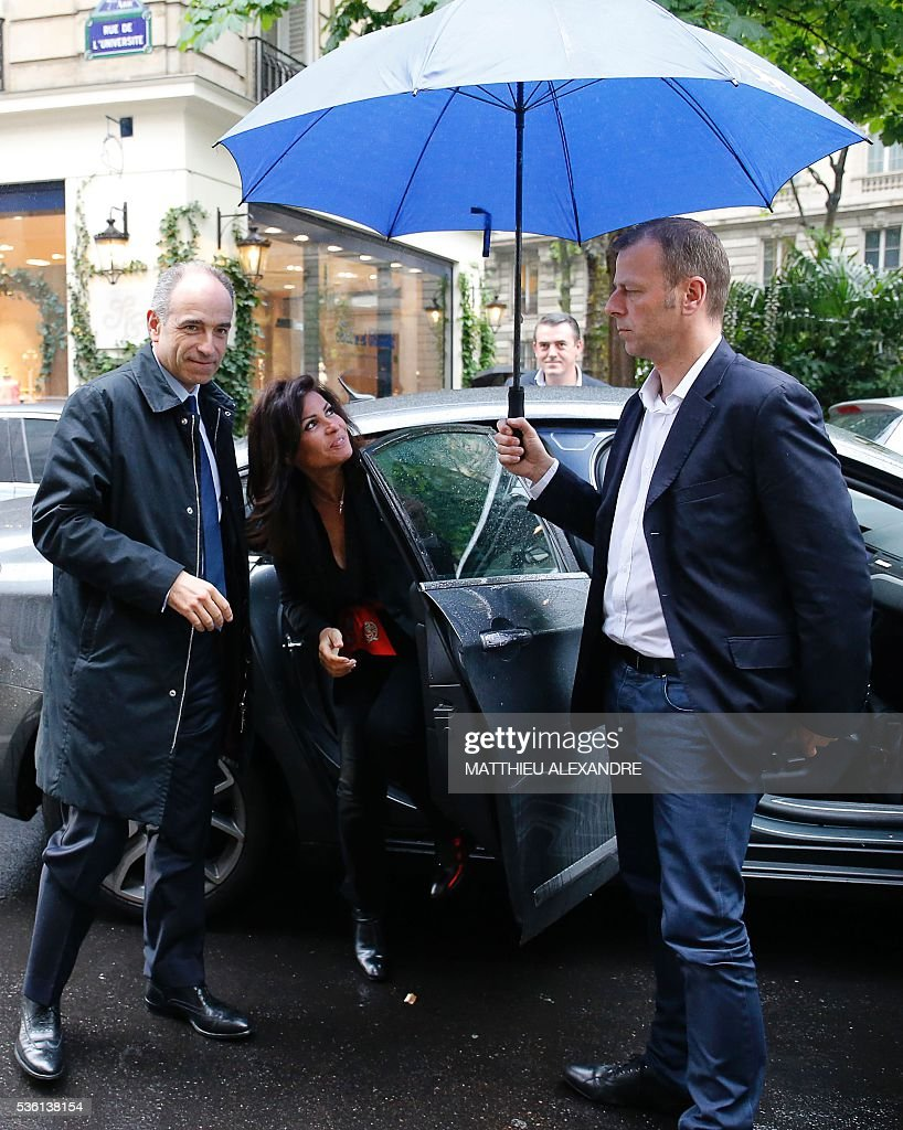 French member of parliament candidate in the right-wing opposition Les Republicains (LR) party primary ahead of France's 2017 presidential elections, Jean-Francois Cope (L), arrives with his wife Nadia (C) for the inauguration of his election campaign headquarters, on May 31, 2016, in Paris. / AFP / MATTHIEU