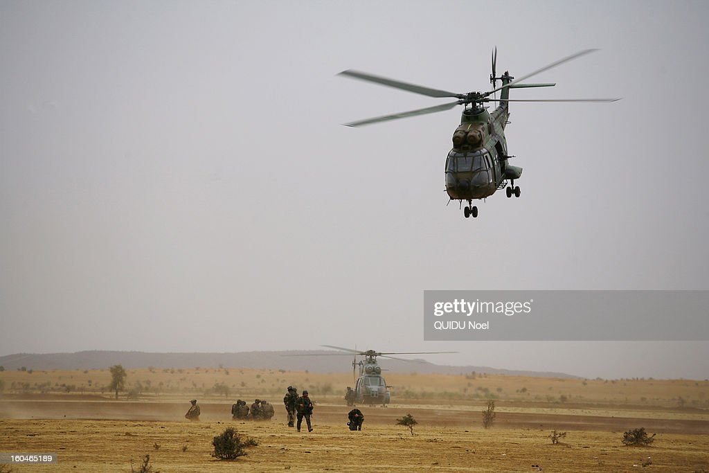 French military intervention in Mali Serval operation against the Islamic jihad, the release of Timbuktu, helicopters secure the convoys on their way to Timbuktu on January 27, 2013.