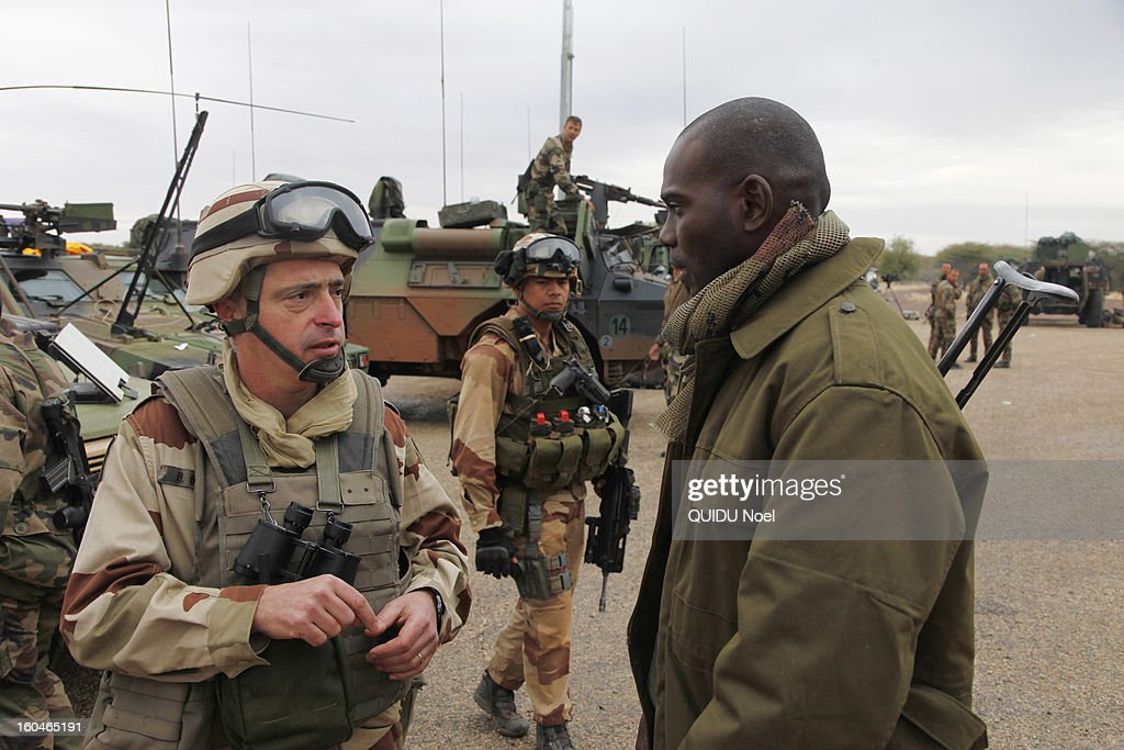 French military intervention in Mali Serval operation against the Islamic jihad, French General Barrera and Malian Colonel Sangare on Timbuktu airport on January 28, 2013.
