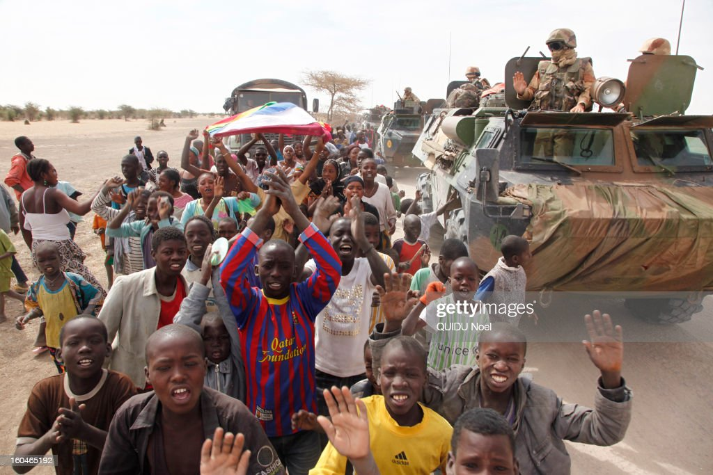 French military intervention in Mali Serval operation against the Islamic jihad, Army through the village of Dianke towards Timbuktu acclaimed by the people on January 26, 2013.