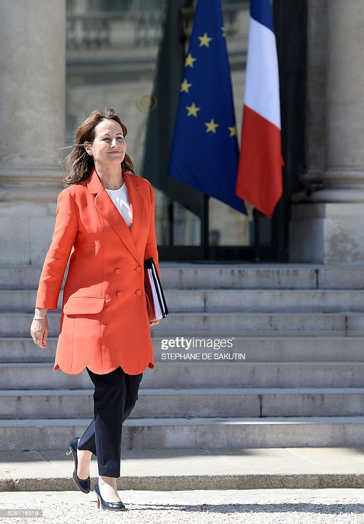 French minister for Ecology, Sustainable Development and Energy Segolene Royal talks to the press as she leaves the Elysee presidential Palace after the weekly cabinet meeting in Paris on May 4, 2016.