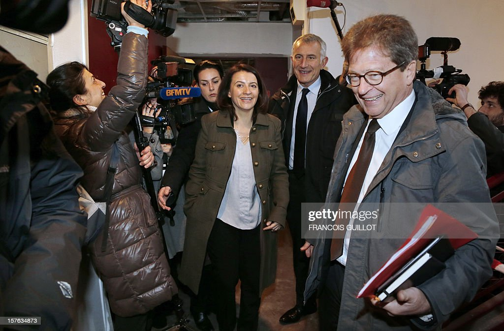 French Minister for Equality of Territories and Housing Cecile Duflot (C) and France national rail company SNCF head, Guillaume Pepy (2ndr) visit a building belonging to French railway company SNCF and which will be used as temporary housing for homeless on December 5, 2012 in Ivry-sur-Seine. AFP PHOTO FRANCOIS GUILLOT