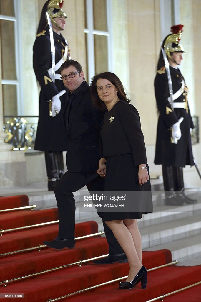 French Minister for Equality of Territories and Housing, Cecile Duflot (C) and her husband Xavier Cantat (C,L) arrive at the Elysee Palace in Paris, on December 11, 2012, to attend a state dinner given in honour of Brazil's President. Brazilian President Dilma Roussef is on a two-day visit to France. AFP PHOTO / POOL / PHILIPPE WOJAZER