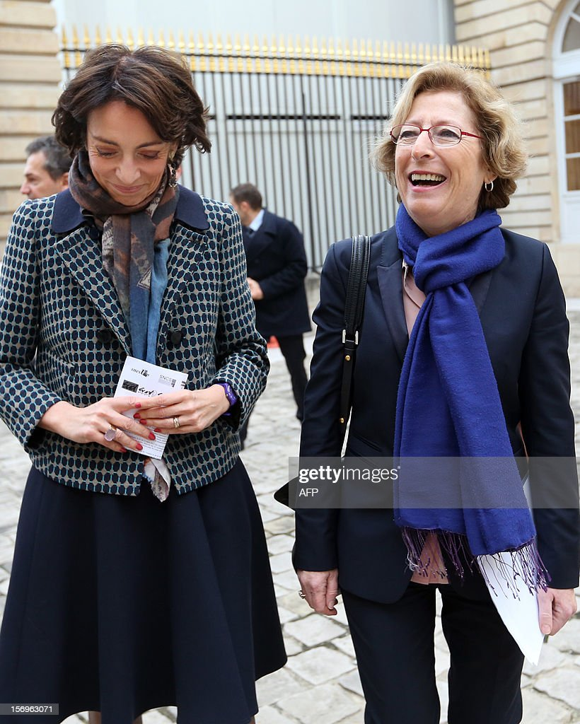French Minister for Higher Education and Research Genevieve Fioraso (R) and French Social Affairs and Health Minister Marisol Touraine arrive, on November 26, 2012 at the elite research institution College de France in Paris, to attend the opening of the meeting for Higher Education and Research. AFP PHOTO THOMAS SAMSON