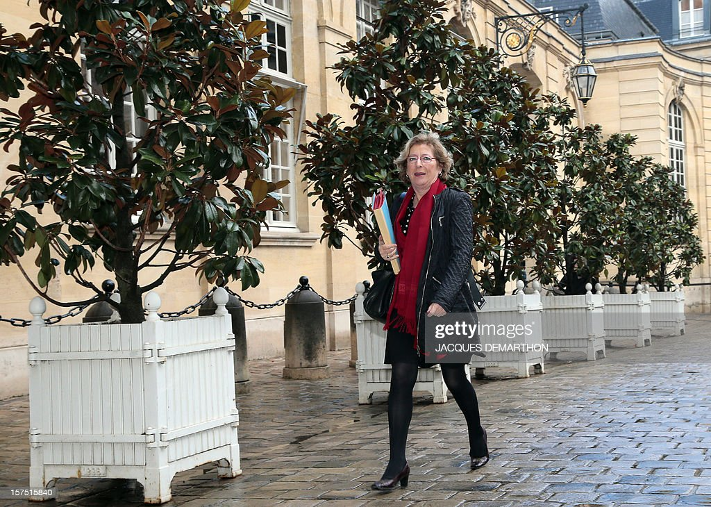 French Minister for Higher Education and Research Genevieve Fioraso arrives on December 4, 2012, in Paris, at the Hotel Matignon, the Prime Minister official residence, to participate in a goverment seminar focused on ecological transition. AFP PHOTO/JACQUES DEMARTHON