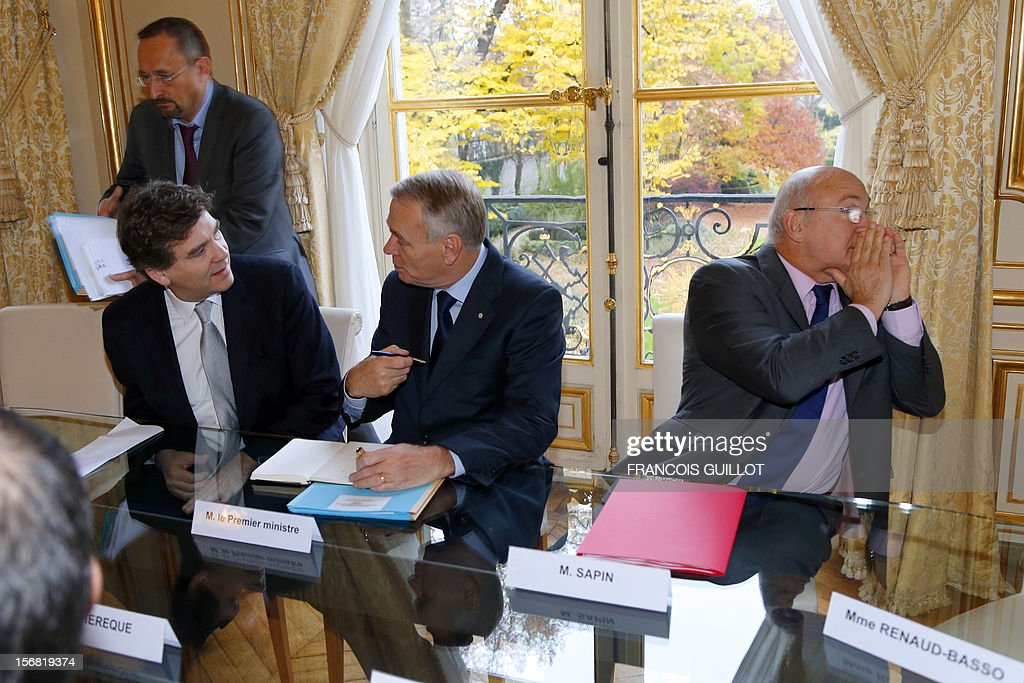 French Minister for Industrial Renewal and Food Industry, Arnaud Montebourg (L), Labour, Employment and Social Dialogue Minister Michel Sapin (R) and Prime Minister Jean-Marc Ayrault wait prior to the start of a meeting with CFDT union representatives on November 22, in Paris. AFP PHOTO FRANCOIS GUILLOT