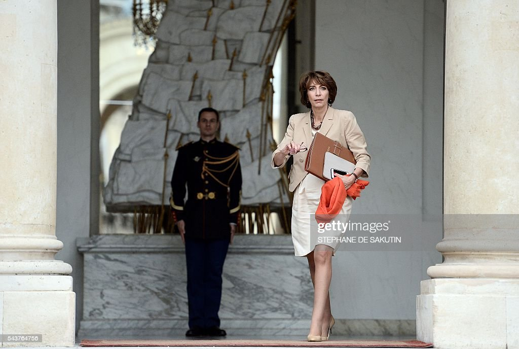 French minister for Social Affairs, Health and Women's Rights Marisol Touraine leaves after a weekly cabinet meeting on June 30, 2016 at the Elysee presidential Palace in Paris. / AFP / STEPHANE
