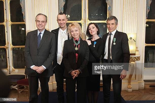 French Minister of Culture Frederic Mitterrand poses with Arturo Brachetti Isabelle Aubret Tina Arena and Nagui at Ministere de la Culture on...