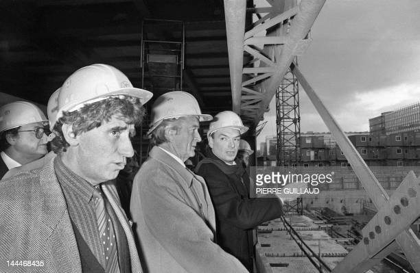 French minister of Culture Jack Lang and French Foreign minister Roland Dumas visit the construction site of the Arab World Institute 12 November...