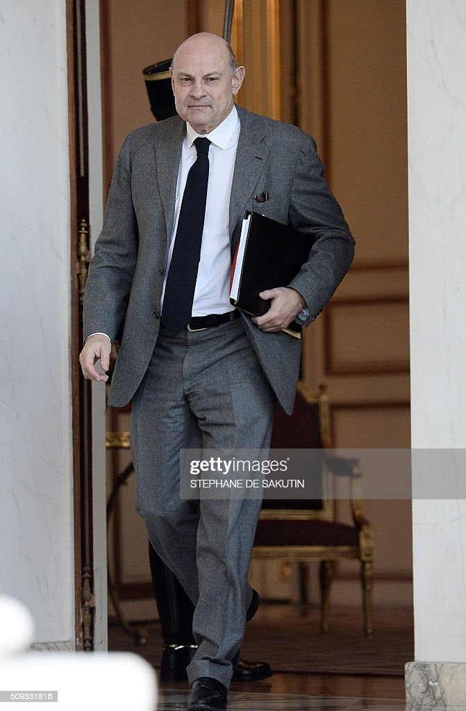French Minister of State for Relations with Parliament, Jean-Marie Le Guen leaves the Elysee palace following the weekly cabinet meeting on February 10, 2016. AFP PHOTO / STEPHANE DE SAKUTIN / AFP / STEPHANE DE SAKUTIN
