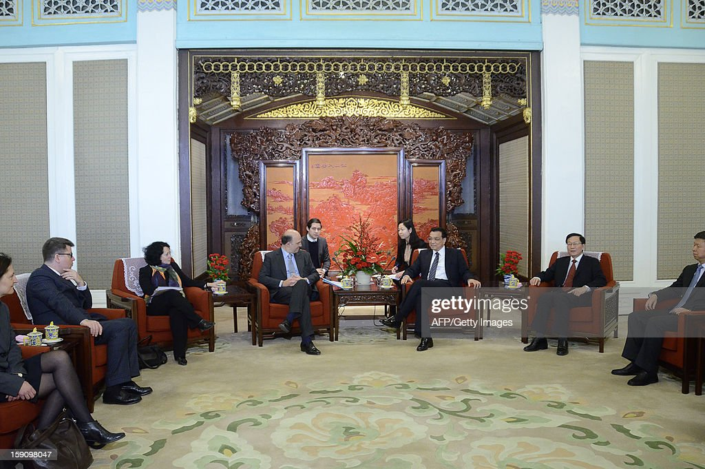 French Minister of the Economy Pierre Moscovici (centre L) speaks with Chinese Vice Premier Li Keqiang (centre R) during their meeting at the Zhongnanhai leaderships compound in Beijing on January 8, 2013. Moscovici started his a two day visit to China on January 7, 2013.