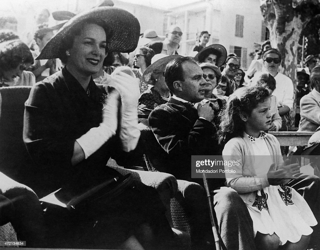 'French model Begum Om Habibeh Aga Khan fourth wife of Imam of the Nizari Ismaili community Aga Khan III applauding beside Aly Khan son of Aga Khan...