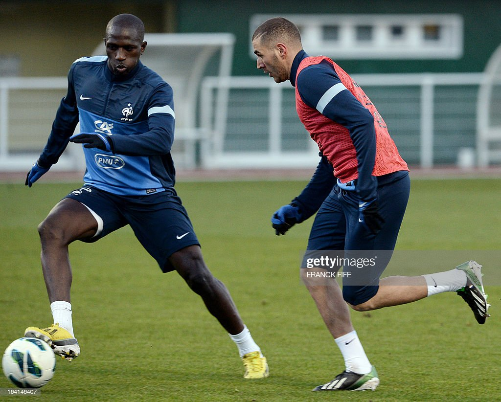 French national football team defender Rod Fanni (L) vies with forward Karim Benzema during a training session in Clairefontaine-en-Yvelines, near Paris, on March 20, 2013, two days ahead of a World Cup 2014 qualifying football match against Georgia to be held at the stade de France in Saint-Denis, north of Paris. AFP PHOTO / FRANCK FIFE
