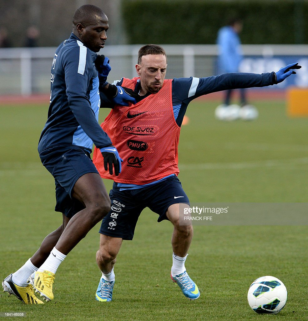 French national football team defender Rod Fanni (L) vies with forward Franck Ribery during a training session in Clairefontaine-en-Yvelines, near Paris, on March 20, 2013, two days ahead of a World Cup 2014 qualifying football match against Georgia to be held at the stade de France in Saint-Denis, north of Paris. AFP PHOTO / FRANCK FIFE