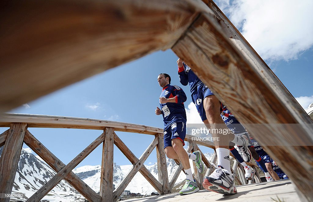 French national football team forward Mathieu Valbuena runs with teammates during a training session on May 21, 2010 in Tignes' lake, French Alps, as part of their preparation for the upcoming World Cup 2010 in South Africa. France will play Uruguay in Capetown in its group A opener match next June 11.
